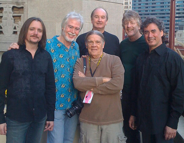 Today's Lovin' Spoonful: Phil Smith, Joe Butler, Steve Boone, Jerry Yester, Mike Arturi and photographer Henry Diltz