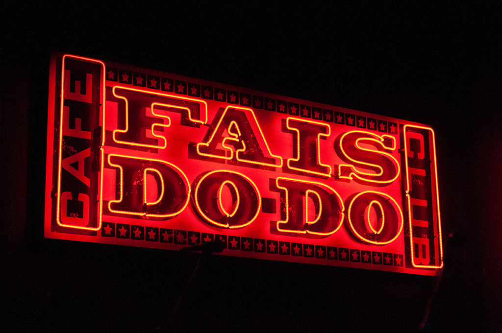 Fais Do-Do neon sign