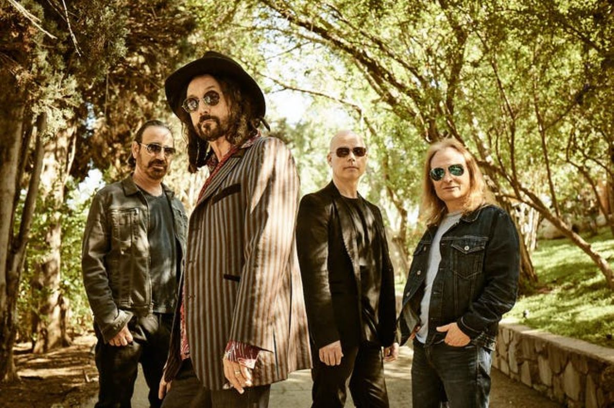Dirty Knobs with Mike Campbell